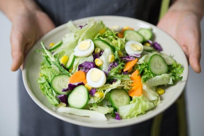 Todos sabemos que el consumo de vitaminas es importante para nuestro bienestar y para gozar de una buena salud ocular tampoco es la excepción.