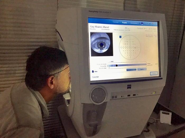 En este ocasión nos complace informar que nuestro gabinete óptico cuenta con el nuevo Analizador de campo Humphrey, un campímetro que permitirá realizar pruebas oculares rápidas y optimizadas además de elevar aún más la calidad, precisión e innovación de nuestros servicios de optometría.